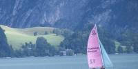 Mondsee pohled na jezero s lodí