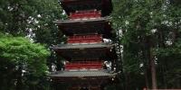 Pětipatrová pagoda v chrámovém komplexu Nikkó Tóšó-gů