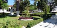Kremasti zahrada u kostela