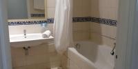 Koupelna v hotelu Karawan