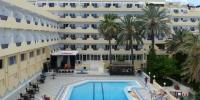 Venkovní bazén v hotelu Karawan
