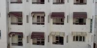 """""""Hotel"""" Zohra, strašak vedle hotelu Karawan"""