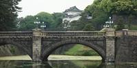 Most Seimon Išibaši vedoucí k hlavní bráně Císařského paláce